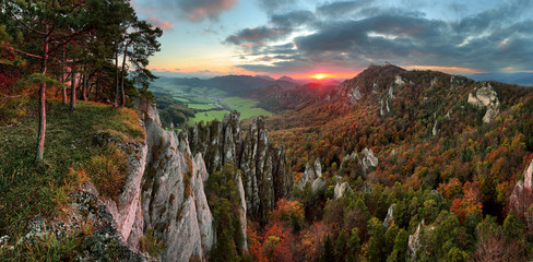 Deurstickers Diepbruine Slovakia mountain forest landscape at Autumn, Sulov