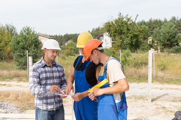 Engineer discussing specifications with workmen
