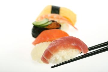 お寿司 イメージ 箸でつまむ