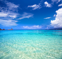 Fototapete - Tropical turquoise bay and blue sky, Mahe Island, Seychelles
