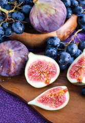 Fresh figs and dark grape