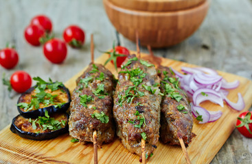 Minced lamb kebab with vegetables