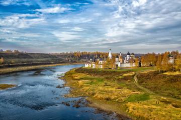 Монастырь на реке Волга. Россия