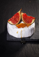 Camembert with figs and honey