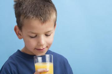 trinkendes kind