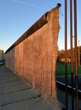 Berliner Mauer bei Abendsonne
