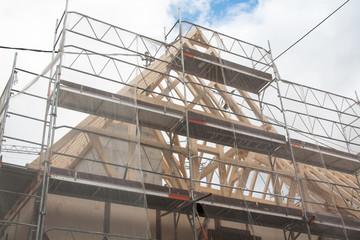 Echafaudage et filet de protection sur chantier
