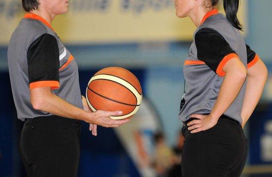 arbitrage féminin au basket-ball