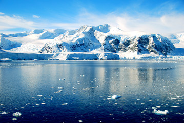 Wall Mural - mountains of antarctica