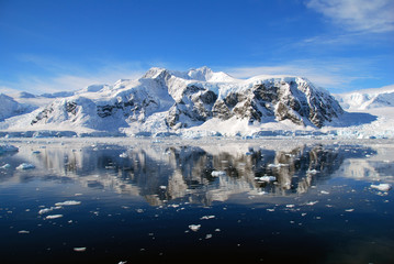 Wall Mural - blue skies over antarctica