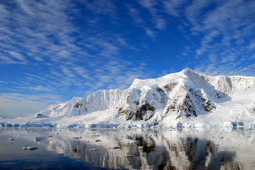 Fototapete - beautiful seascape in antarctica