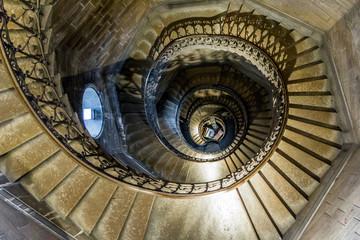 Escaliers d'une tour de Notre Dame de Fourvière