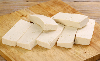 sliced uncooked tofu