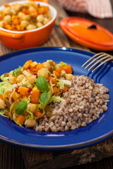 salad with chickpeas, sesame seeds and roasted pumpkin