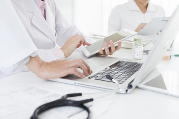 Doctors who are using the tablet