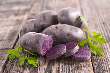 vitelotte, raw potato