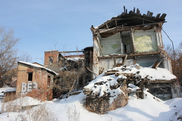 Wall Mural - Deserted and a demolished old brick house in the winter city