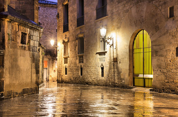 Fototapete - Gothic quarter of Barcelona in wet weather conditions