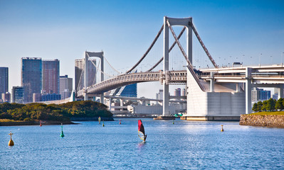 Fototapete - Rainbow Bridge and Sumida River in Tokyo, Japan.
