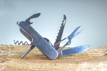 Coltellino multisuo, coltellino svizzero, coltello utensile