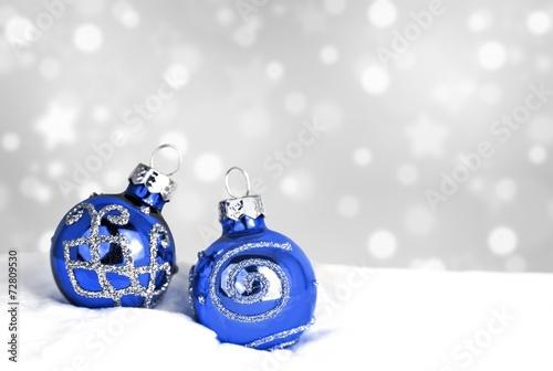 Weihnachtsdeko Christbaumkugeln Im Schnee Stock Photo And Royalty