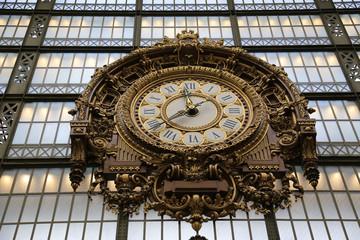 Restaurierte Bahnhofsuhr im Musée d´Orsay Paris