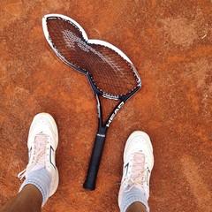 broken tenni racket