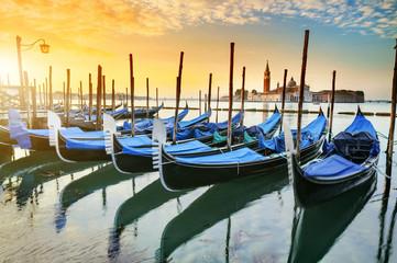 Obraz Gondole w Wenecji - fototapety do salonu