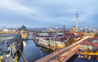Fototapete - Evening in Berlin, aerial view