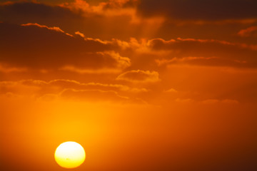 Fotobehang - shining sun in an orange sunset