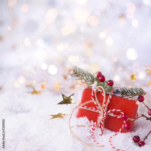 weihnachtsgeschenk im schnee hintergrund gutschein. Black Bedroom Furniture Sets. Home Design Ideas