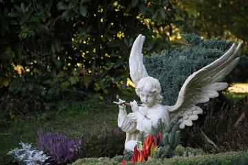 Friedhofsengel im Herbst