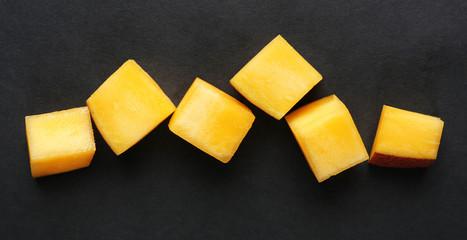 Fototapete - Mango slices on black background