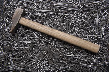 martello sui chiodi