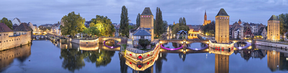 Fotomurales - Evening panorama of Pont Couverts in Strasbourg, France