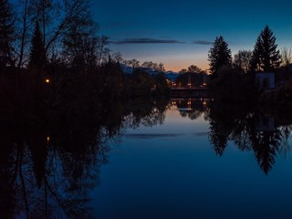 Loisach nachts in Wolfratshausen mit Alpenblick