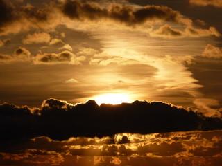 soleil et nuages au lever