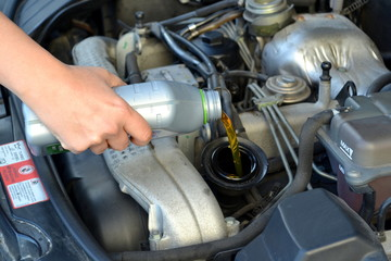 Aggiunta olio motore
