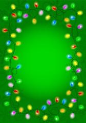 Weihnachtsbeleuchtung auf grünem Hintergrund mit Textfreiraum