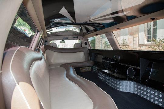 Intérieur  voiture de luxe limousine en cuir