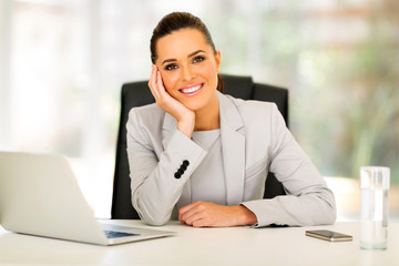 Fototapete - smiling businesswoman sitting in office