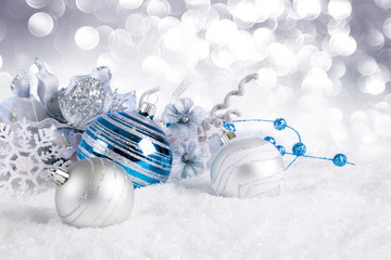 Fotomurales - blue christmas balls with decorations on snow
