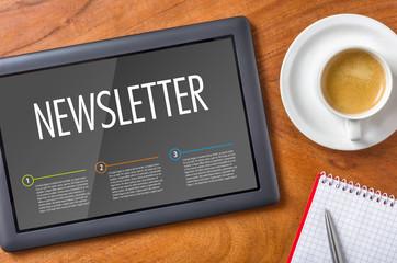 Tablet auf Schreibtisch - Newsletter