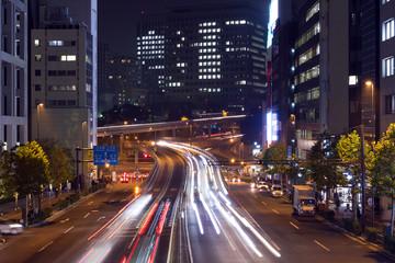 大都市東京 夜の幹線道路イメージ 自動車の光跡  赤坂見附 立体交差 アップ