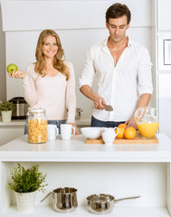 Couple preparing a healthy breakfast