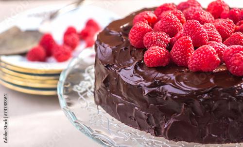 Шоколадный торт с малиной фото