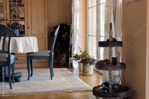 Dekoration Einrichtung Esszimmer Teppich Stuhl Blume Stock