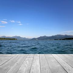 Fototapete - Landschaft mit See und Berge / Holz