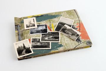 Fotoalbum geschlossen mit Bildern auf Deckblatt