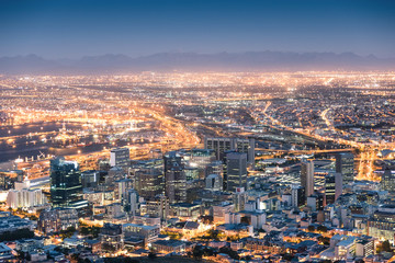 Fotorolgordijn Afrika Aerial view of Cape Town from Signal Hill after sunset